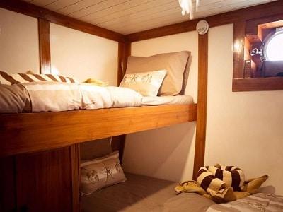 La Unua Bunk Bed - Liveaboard Indonesia
