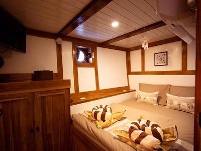 La Unua Double Bed - Liveaboard Indonesia