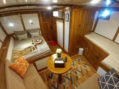 La Unua Main Suite - Liveaboard Indonesia