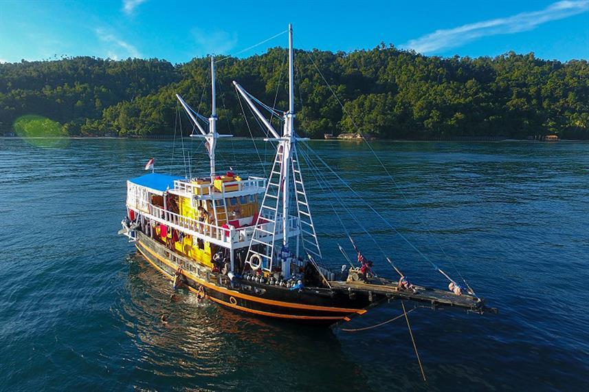 Ratu Laut - Liveabaord Indonesia (18)