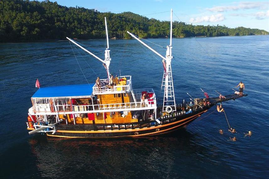 Ratu Laut - Liveabaord Indonesia (19)