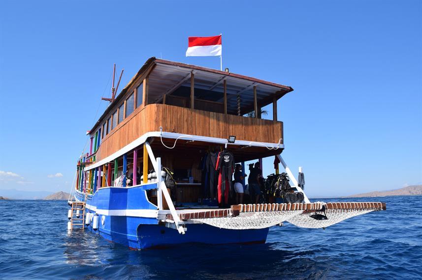Shenron - Liveaboard Indonesia (1)